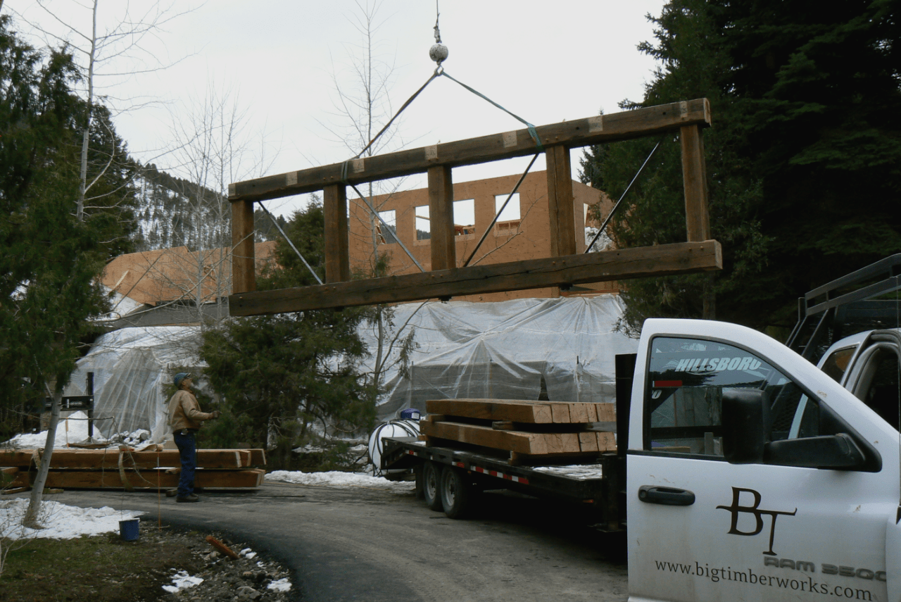 parallel-chord-truss-install-outside