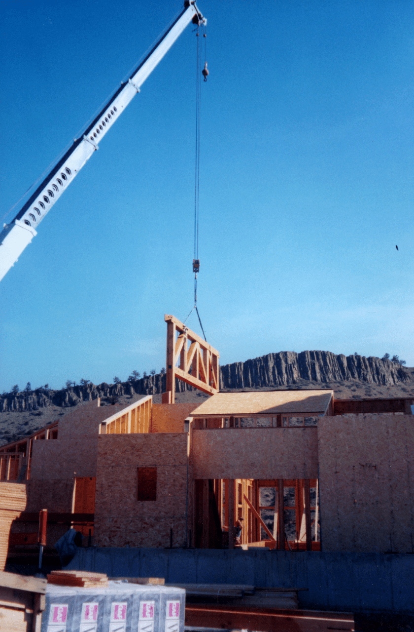 parallel-chord-truss-lifted-by-crane-installation