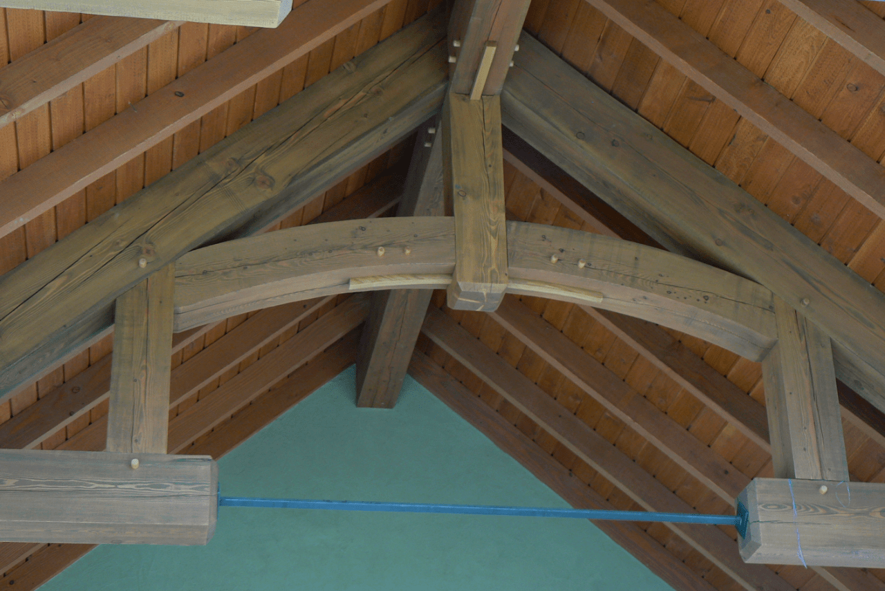 small-exposed-hammer-beam-truss-with-metal-tie-rod